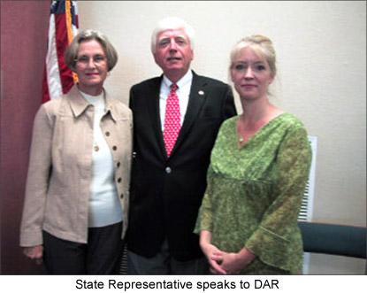 Image of a State Representative speaking to DAR members